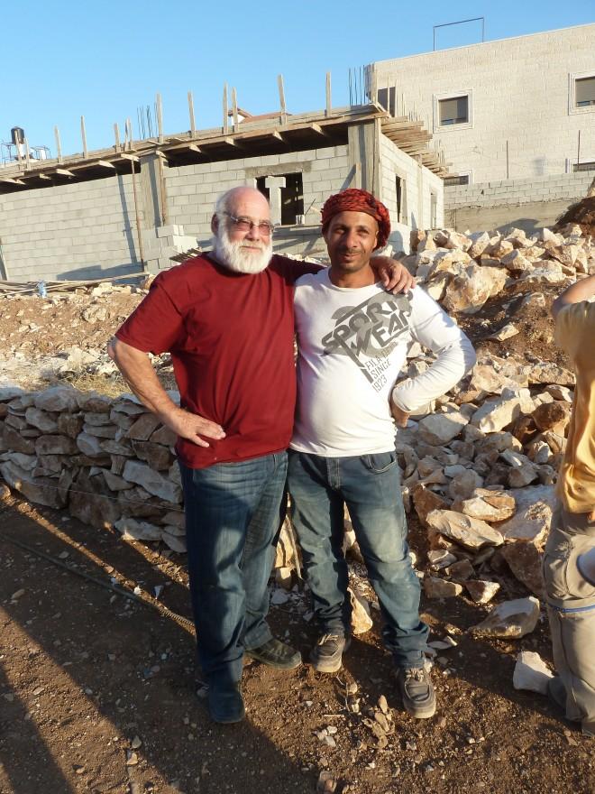 Jeff Halper von ICAHD und der 'Polier' Riyad.